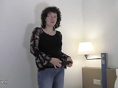 On the up amateur mother playing concerning her sopping pussy